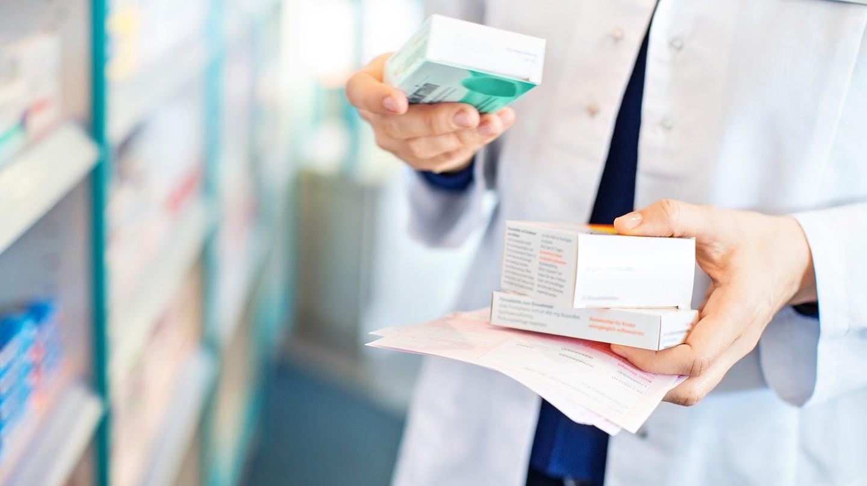 Apotheker können Auskunft darüber geben, zu welcher Zeit ein Medikament eingenommen werden sollte.